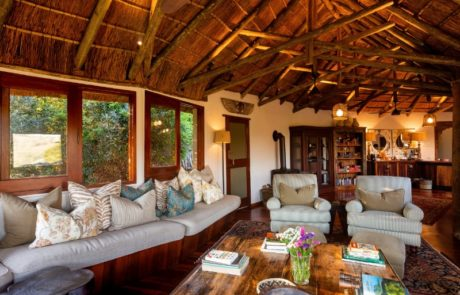 Lalibela Game Reserve - Tree Tops - Main lounge and dining area
