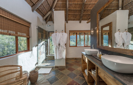 Lalibela Game Reserve - Inzolo Lodge - Chalet - En Suite Bathroom