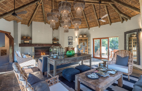 Lalibela Game Reserve - Inzolo Lodge - Main Lodge - Lounge Area
