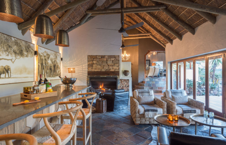 Lalibela Game Reserve - Inzolo Lodge - Main Lodge - Lounge and Bar Area