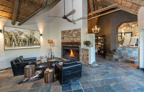 Lalibela Game Reserve - Inzolo Lodge - Main Lodge - Lounge and Fireplace Area
